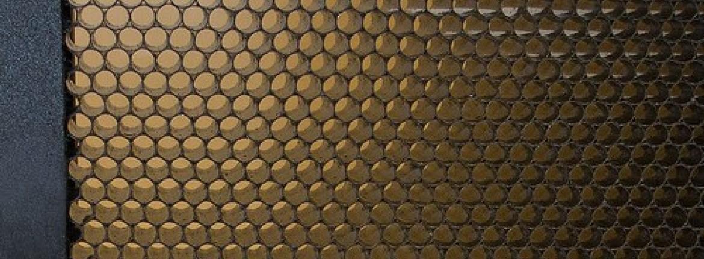 Fények módosítása méhsejtráccsal